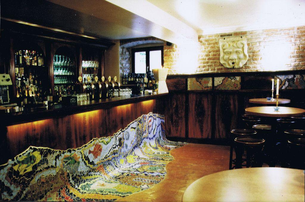 BAR + Mosaik Hommage a Gaudi