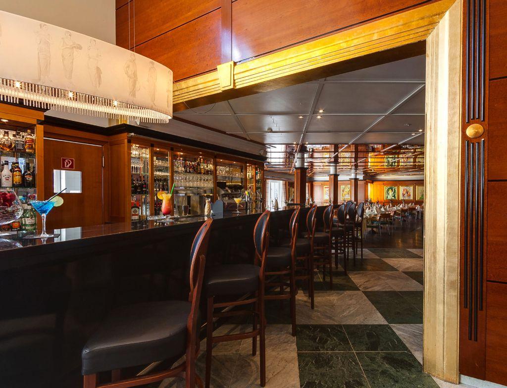 Bar + Luester + Zugang Restaurant