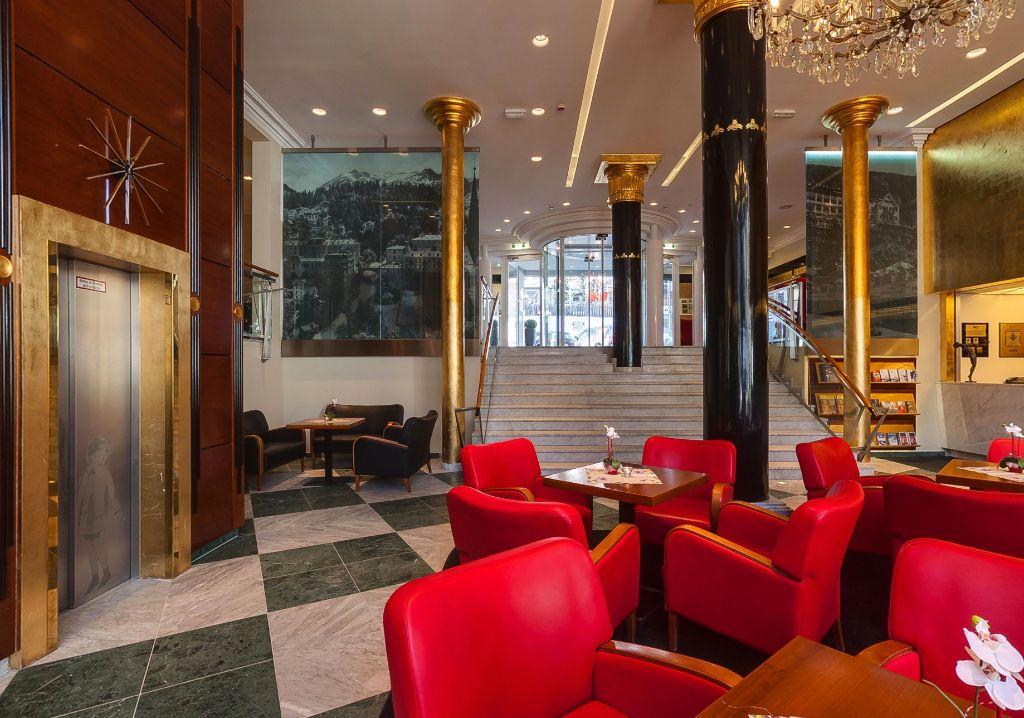 Blick von Foyer UG zu Foyer EG