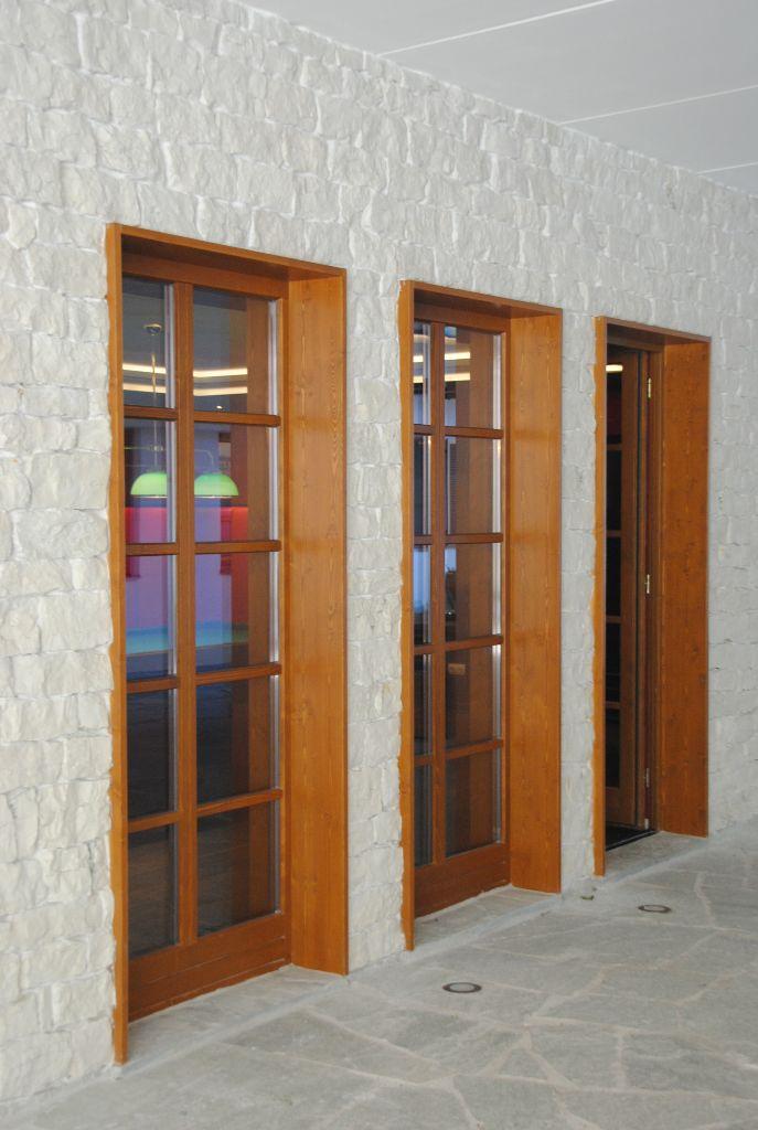 Holzlaibung + Naturstein