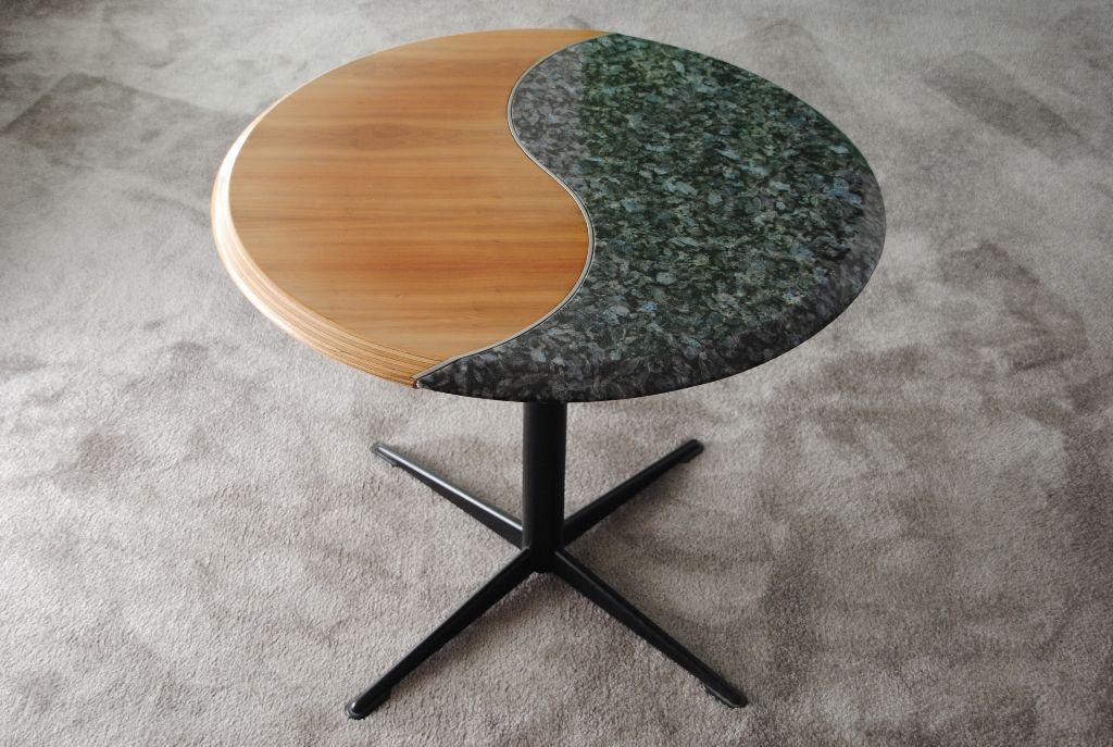 Link zu Tisch Yin + Yang